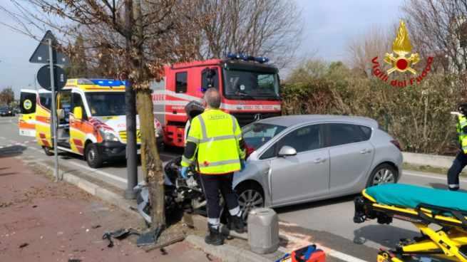 Mareno di Piave: auto contro albero, deceduto il conducente