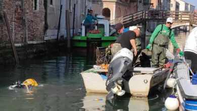 Gondolieri sub: mezza tonnellata di rifiuti recuperati in Rio di San Girolamo