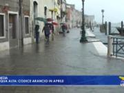 Acqua alta a Venezia: codice arancio in aprile