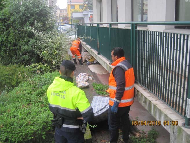 Bivacchi smantellati: rimossi 6 metri cubi di materiale