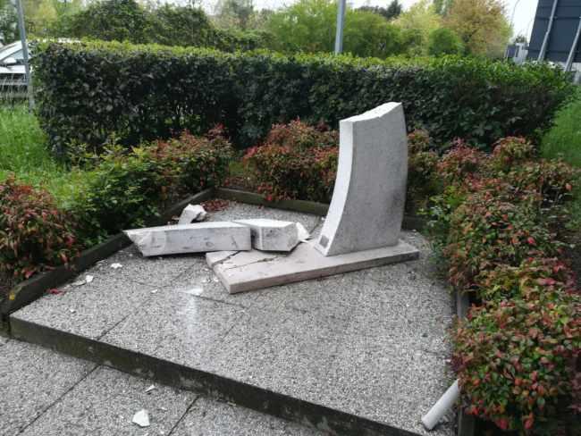 Individuato il responsabile del danneggiamento della stele eretta in memoria di Antonio Lippiello
