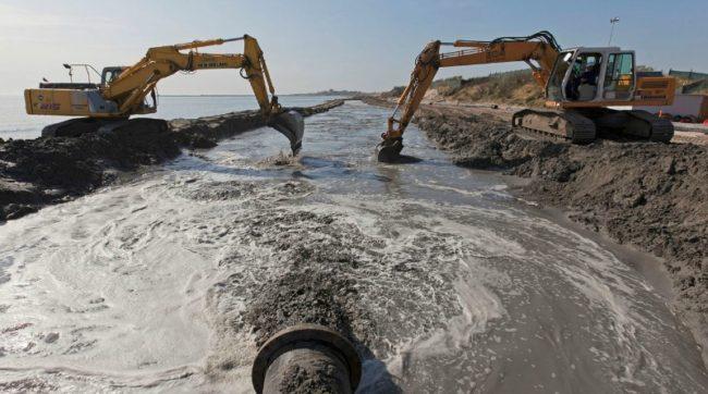 Stop al ripascimento notturno del litorale sud di Sottomarina