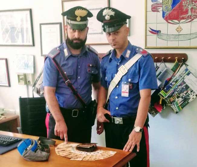 Autista NCC ruba borsello all'operatore aeroportuale
