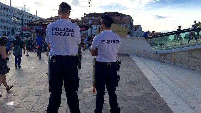 Borseggiatori seriali pedinati ed arrestati: portafoglio recuperato