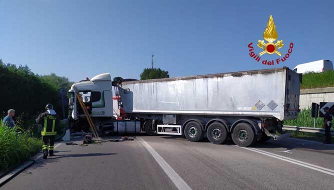 Strada Romea: incidente tra camion e furgone, un ferito - Televenezia