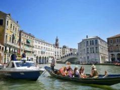 Fanno il bagno nudi vicino a piazza San Marco: multati - Televenezia