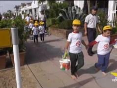 50 bambini puliscono la spiaggia di Jesolo