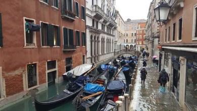 Allarme acqua alta: affari in picchiata e città bloccata