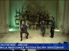"""VIDEO: Mira: in scena la tragicomica """"Piccola Società Disoccupata"""" - Televenezia"""