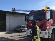 Incendio a San Donà di Piave: a fuoco tetto di un capannone