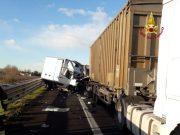 Autostrada A4: furgone contro un camion, un morto