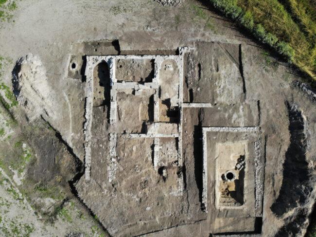 Jesolo, i tesori dello scavo di Equilio: un molo, bricole e una piroga - Televenezia