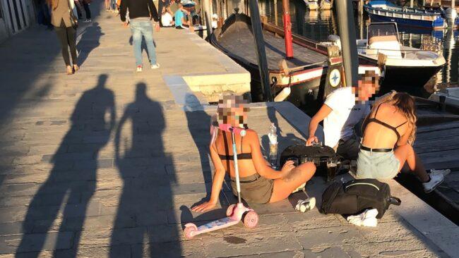 Turiste in costume da bagno in fondamenta degli Ormesini: multate - Televenezia