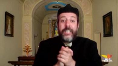 Il comico Davide Stefanato e la riapertura delle chiese
