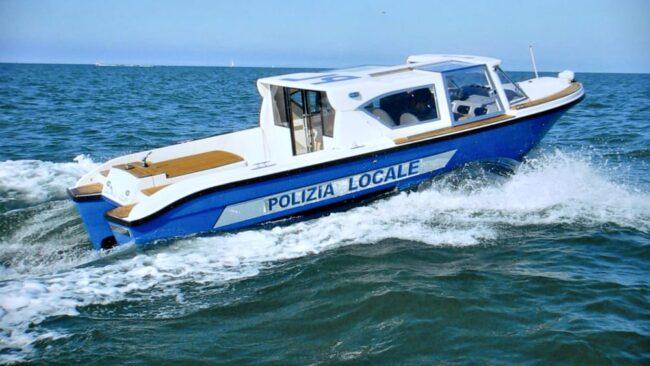 Movida a Venezia, barchini ad alta velocità: multati 8 giovani