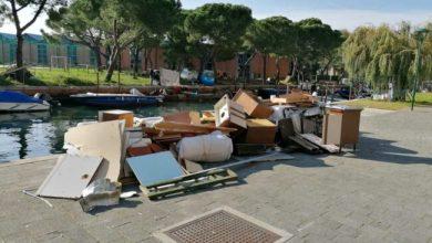 Sacca Fiscola, oltre 25 metri cubi di rifiuti abbandonati: caccia ai vandali - Televenezia