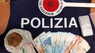 Pusher in fuga nel bosco: arrestato con un pacco di eroina