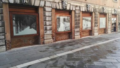 Vetrine accese: gli artisti degli atelier in Piazza San Marco