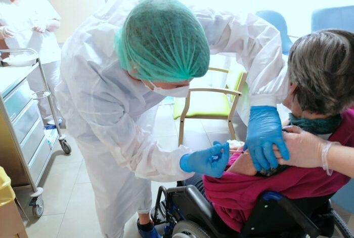 Vaccini anti-Covid: domani si completa la somministrazione