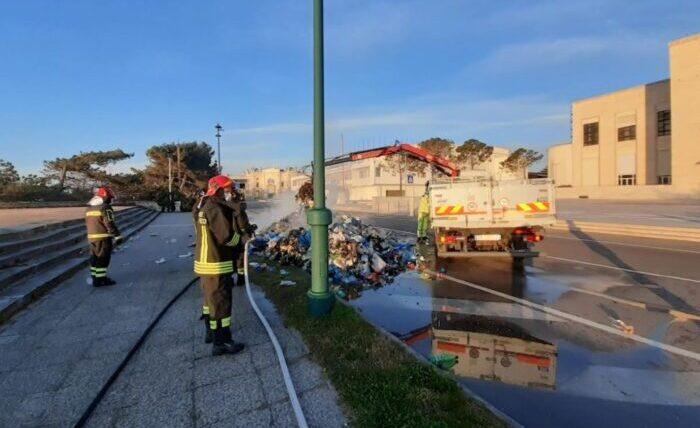 Camion di Veritas in fiamme: colpa di un razzo di segnalazione - Televenezia