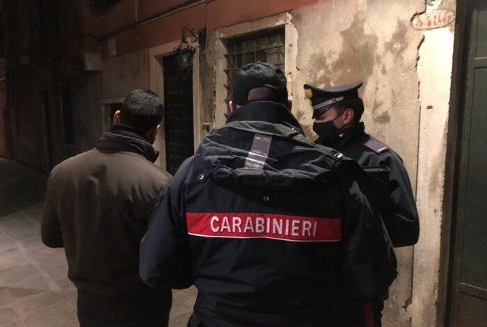 Pusher vede i carabinieri e si getta nel canale per sfuggire ai controlli - Televenezia