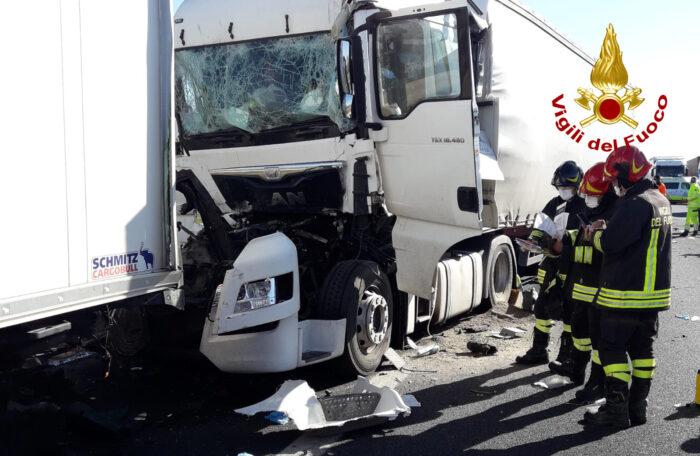 Tamponamento tra mezzi pesanti in A4