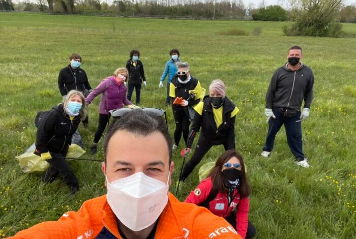Volontari impegnati nella pulizia di Forte Tron.