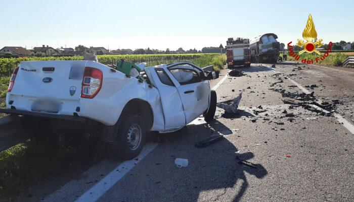 Treviso Mare: pickup contro un camion, morto un 32enne