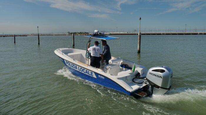 Due nuove imbarcazioni per la Polizia locale in laguna