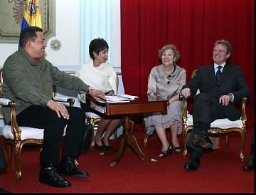 チャベス大統領とクシュネル仏外相