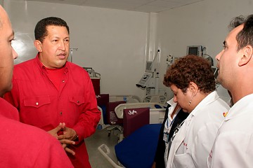新病院を落成するチャベス大統領
