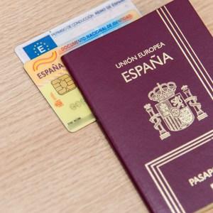 Tengo Pasaporte Español ¿Puedo ir a vivir legalmente allá?