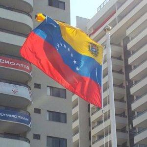 Bandera venezolana fue izada en la Villa Olímpica