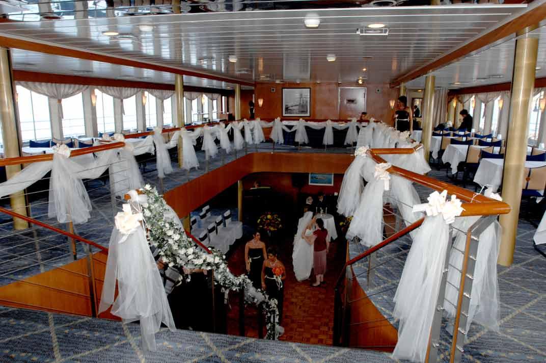 Manhattan Harbor Dinner Cruise Line With Spectacular Views