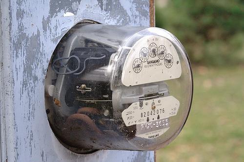 Precio de energía eléctrica baja 21%
