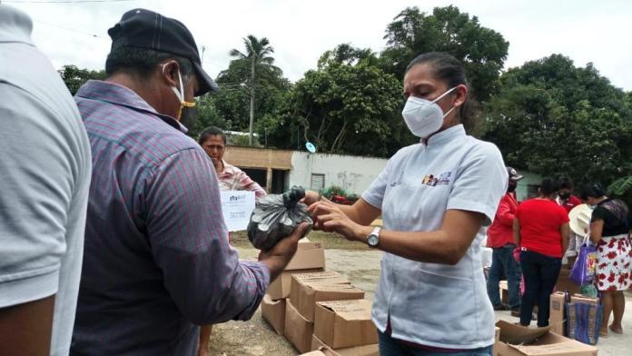 Entrega DIF Minatitlán medicamentos en zona rural