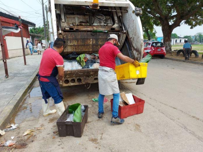 Atiende ayuntamiento de Minatitlán necesidades de los mercados