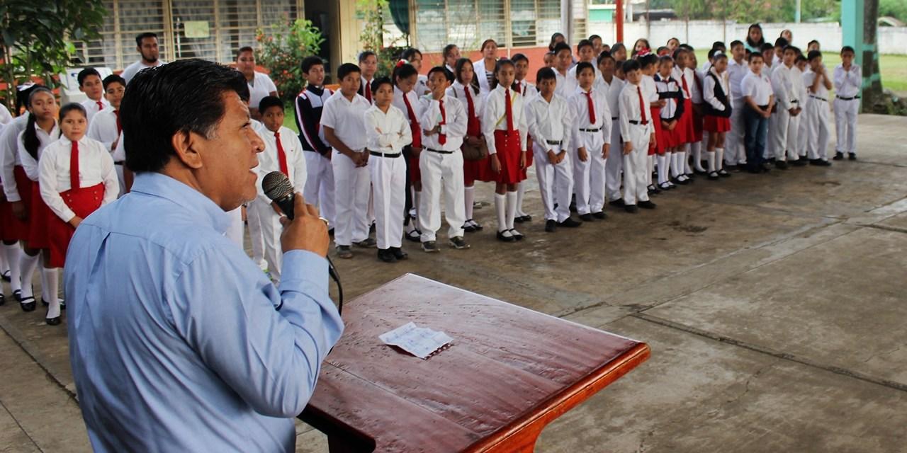 Escucha alcalde necesidades del sector educativo