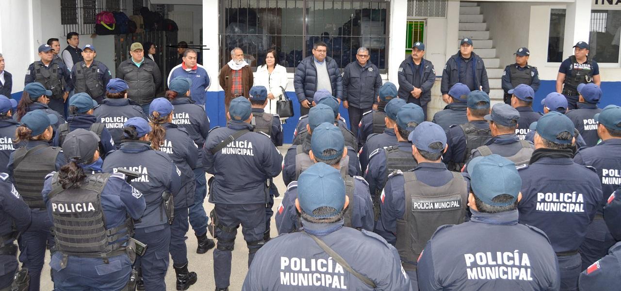 Toño Aguilar pide más compromiso aelementos policiacos: Tuxpan