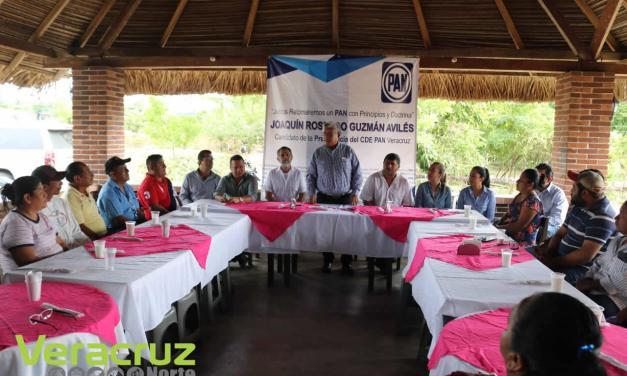 Pide Joaquín Guzmán el voto en el municipio de Uxpanapa