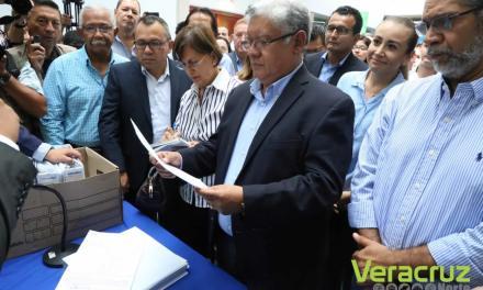 Presenta Guzmán Avilés su registro a la dirigencia estatal del PAN
