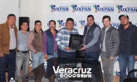 Comité de feria entrega reconocimiento a Toño Aguilar por su gran apoyo a la EXPO Tuxpan 2018