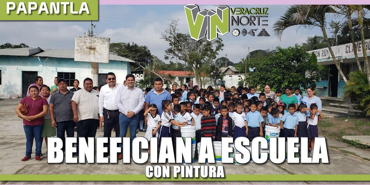 BENEFICIAN A ESCUELA PRIMARIA CON PINTURA