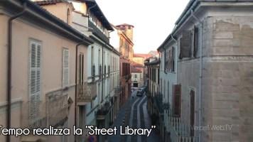 """Vercelli: la Banca del Tempo realizza la """"Street Library"""""""