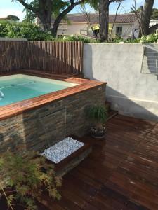 Mini piscine avec pierre