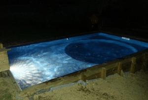 eclairage halogene blanc piscine