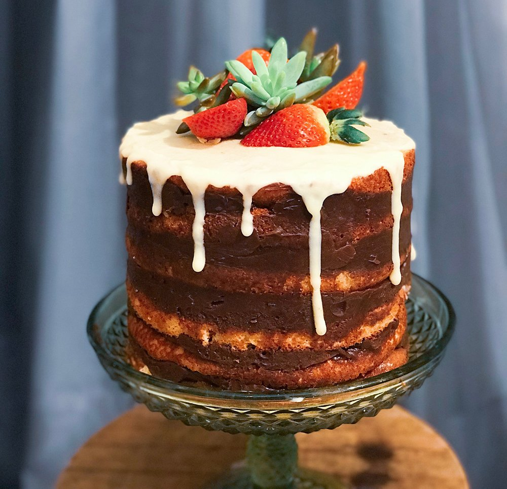 Naked Cake chocolate com Morango