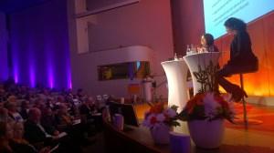 """""""Därför är brukarmedverkan viktigt – problem och möjligheter"""", Gunvi Haggren, förbundssekreterare Verdandi och Camilla Svenonius, utbildare talar på SKLs nationella konferens för utveckling av missbruks- och beroendevården."""