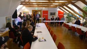LO och Tobias Baudin, LOs första vice ordförande hälsade välkommen till LO-borgen, där också Jubileumsseminariet ägde rum.