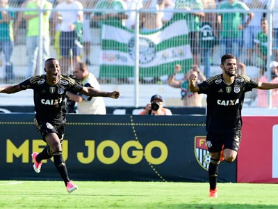 Jogadores da Ponte Preta comemoram gol contra o Palmeiras